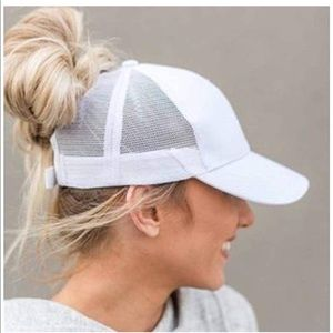Accessories - Ponytail hat